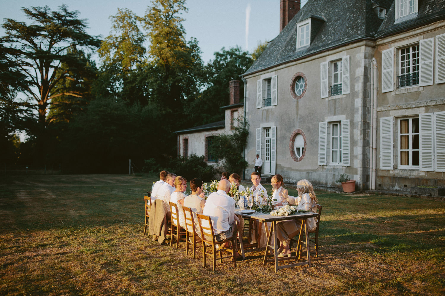 Outdoor wedding dinner at Chateau de Bouthonvilliers