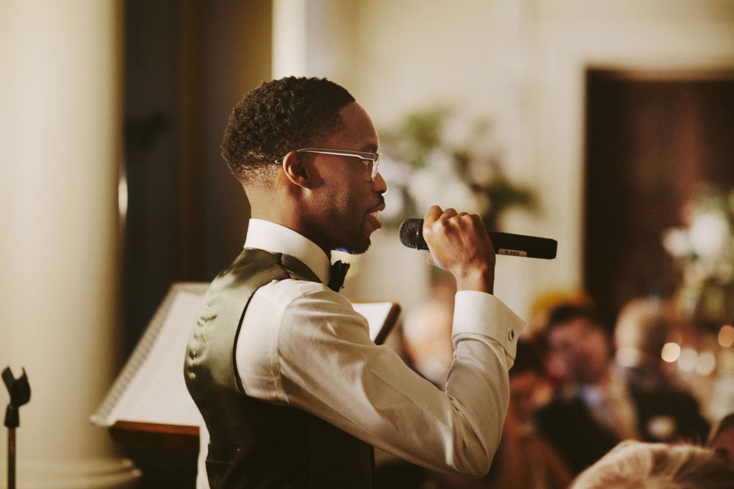 grooms gives speech with microphone